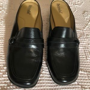 Bjorndal Blk,shoes loafer type. Sz 8.5    Q13